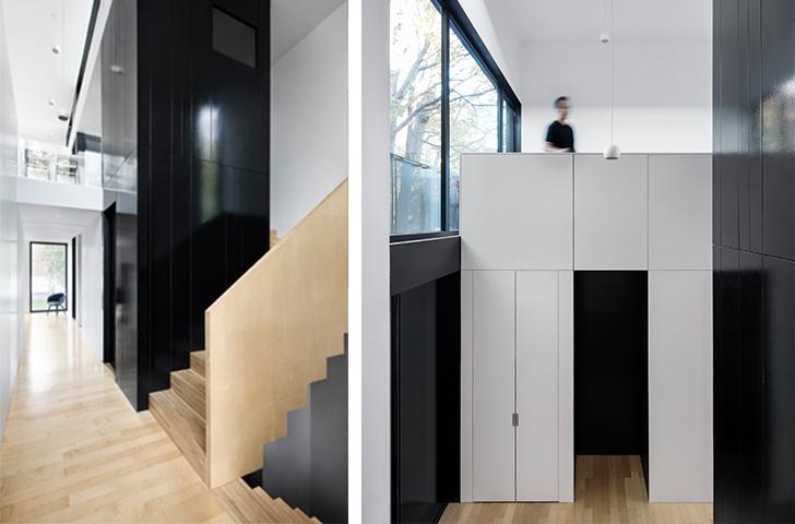Un grand escalier sculptural accompagne l'entrée principale de la maison, ouverte sur une hauteur de 20 pieds.