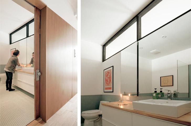 La salle de bain principale a été déplacée en plein centre du logement, à la rencontre des espaces d'origine et rénové de la maison.