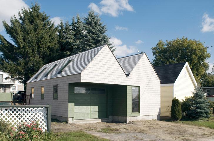 La forme de l'atelier, qui comprend deux espaces de 10 pi x 23 pi, a été pensée en prévision d'une éventuelle reconversion de l'atelier en garage double.