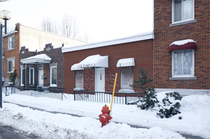 La maison existante était abandonnée depuis plusieurs années lorsque les propriétaires en ont fait l'acquisition.