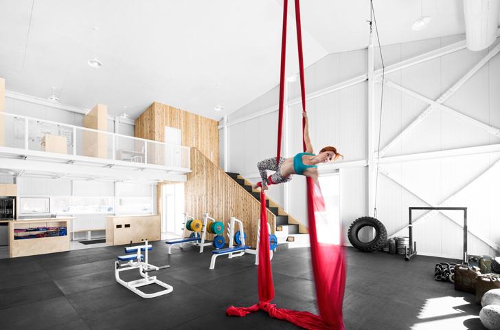 Gymnastes et hommes forts se côtoient sous un même toit.
