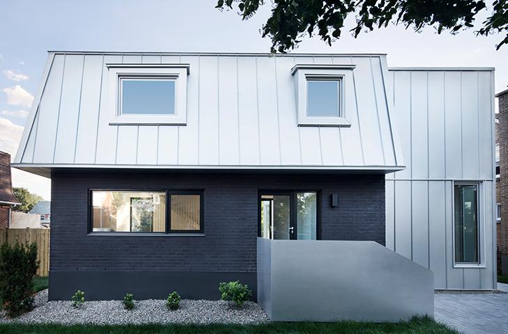 """Les maisons """"gameroff"""" sont construites sur un petit plan carré et se reconnaissent à leur toiture mansardée."""